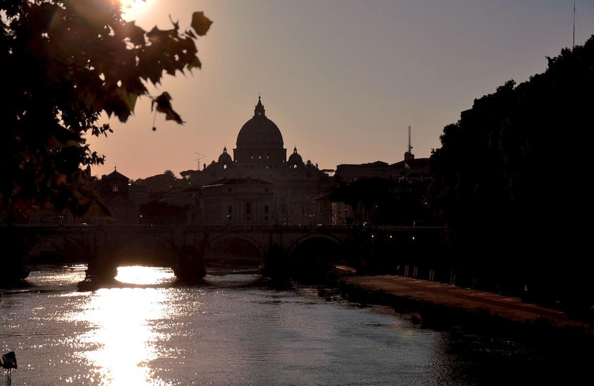 El Vaticano visto desde el río Tevere (Foto ZENIT cc)