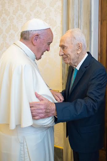 El Papa Francisco y Shimon Peres - Foto archivo (©Osservatore Romano)