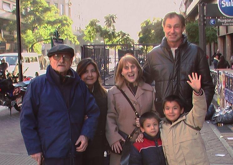 Una familia con el abuelo (ZENIT cc)