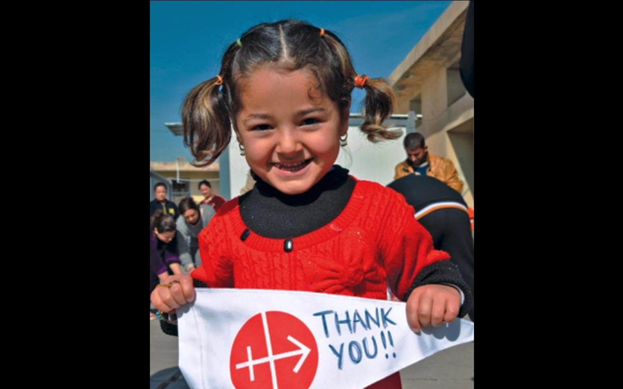 Niña refugiada asistida junto a su familia por ACN