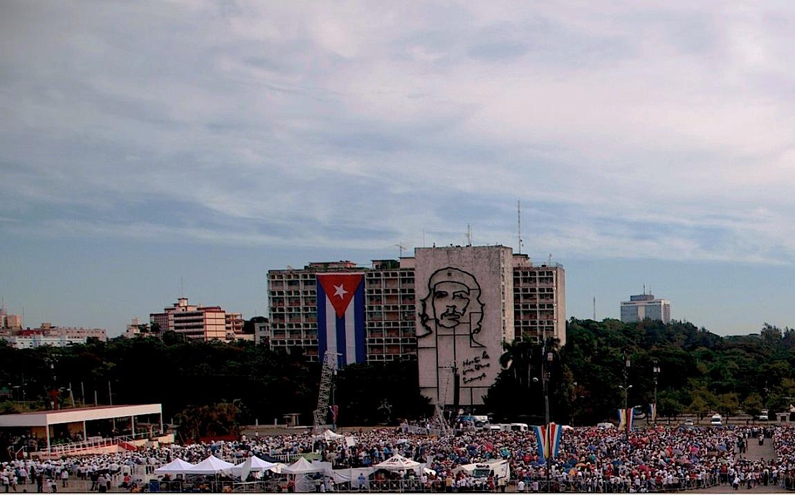 Francisco en la Plaza de la Revolución indica que Colombia no se puede permitir otra oportunidad. (Minrex foto Ismael Francisco)