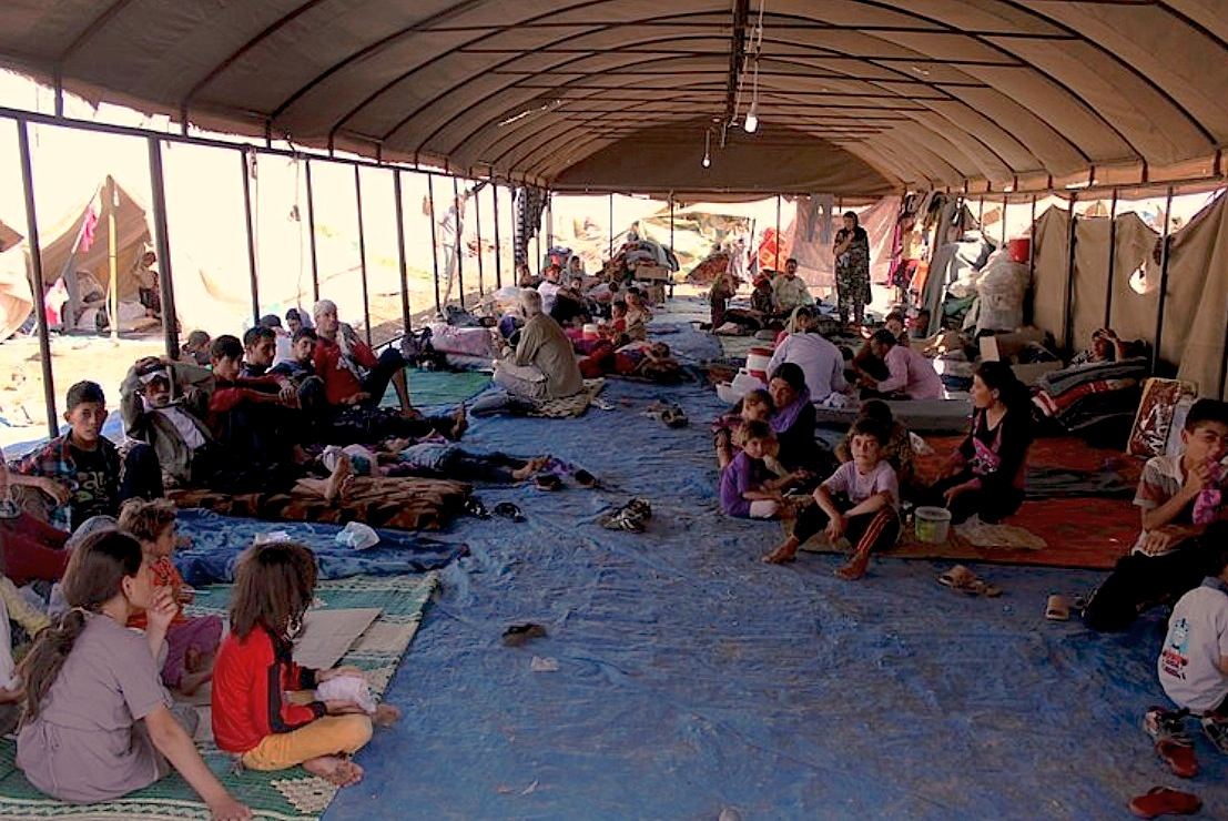 Yazidi refugees on Mount Sinjar in August 2014 foto Rachel Unkovic:International Rescue Committee