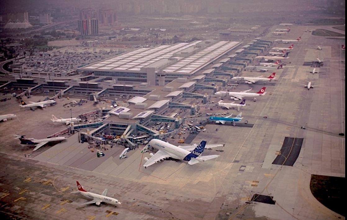 Aeropuerto de Estambul (Mertborak at en.wikipedia)