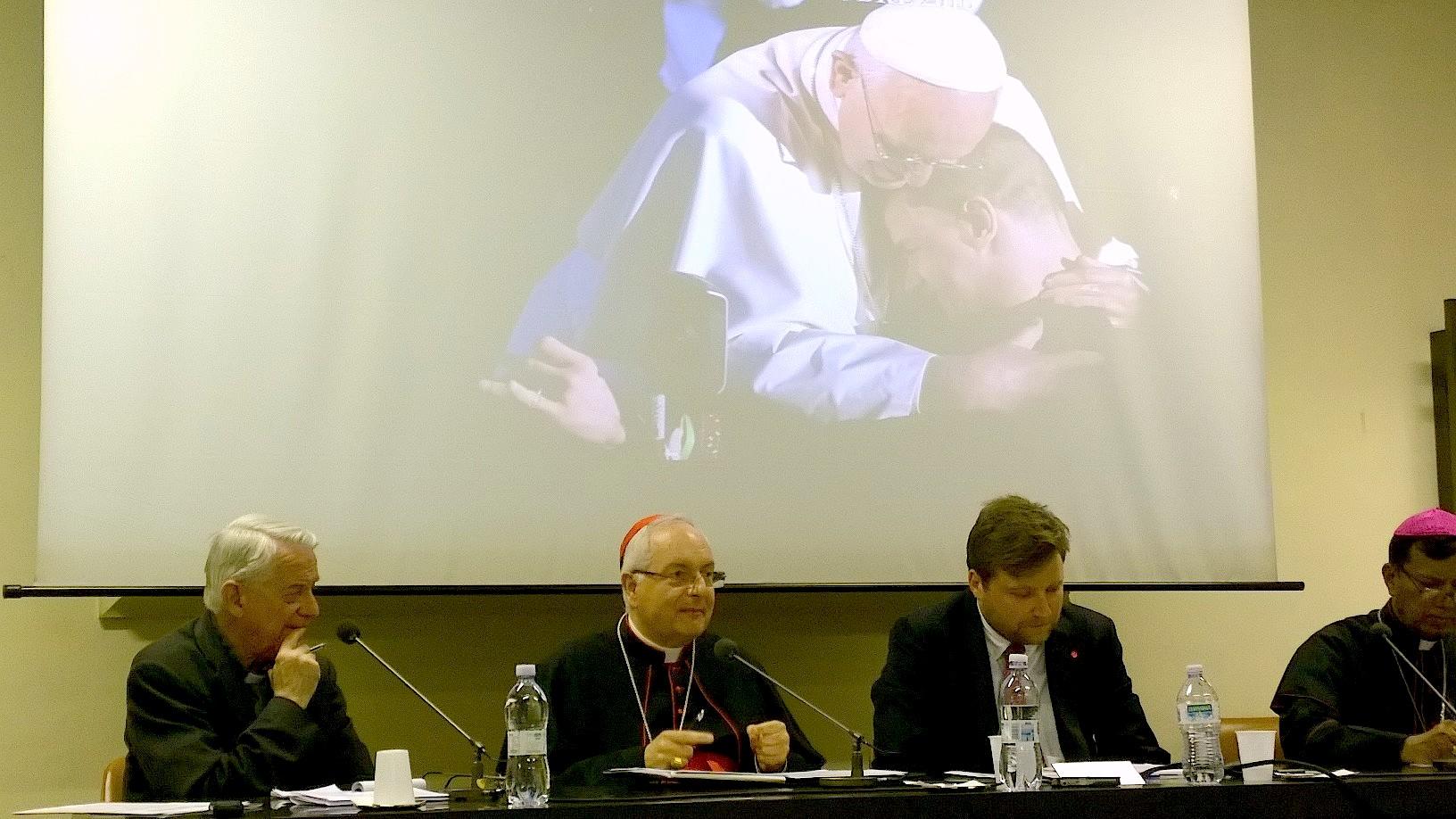 Durante la presentación en la Sala Marconi de la Radio Vaticano (Foto ZENIT cc)