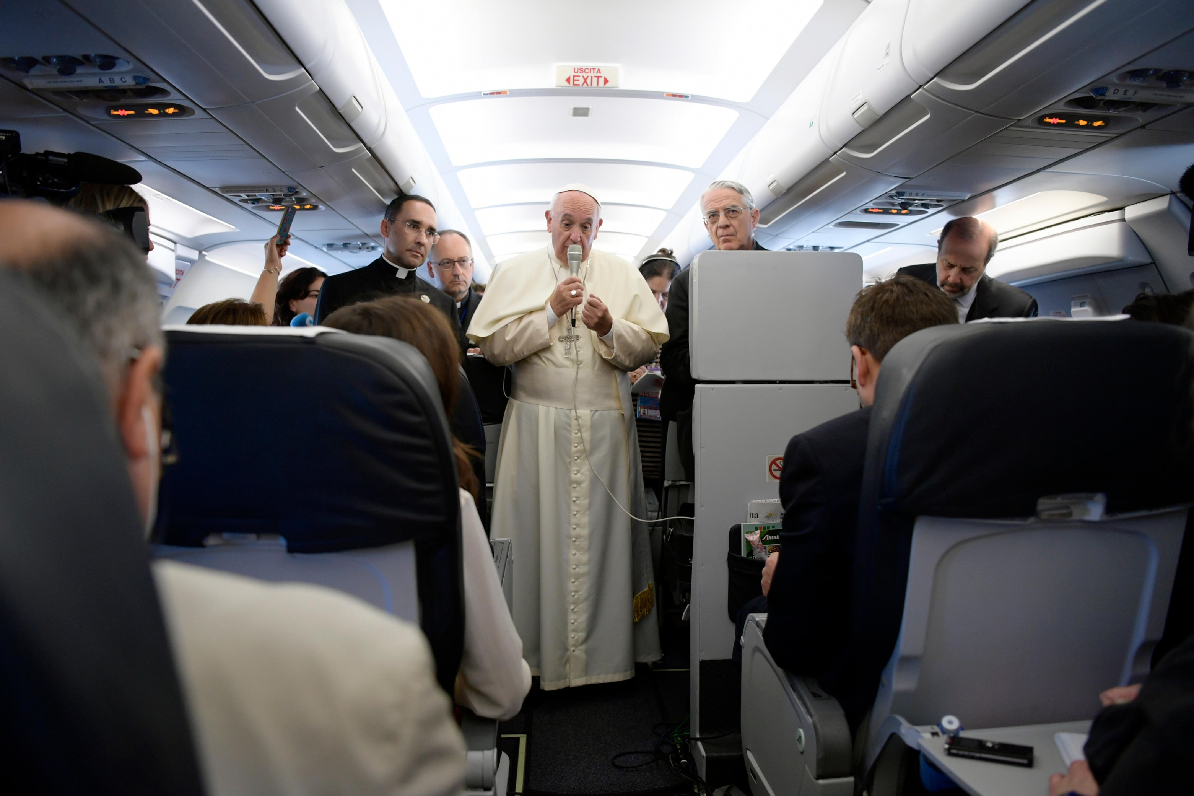 Papa Francisco en el avión © Osservatore Romano