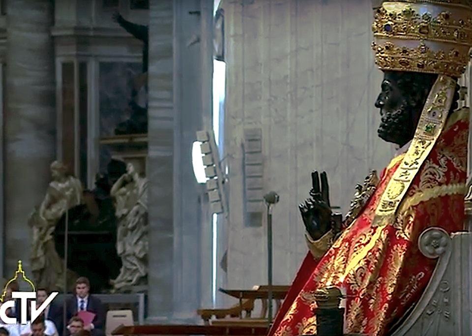 Imagen de bronce de San Pedro en el Vaticano