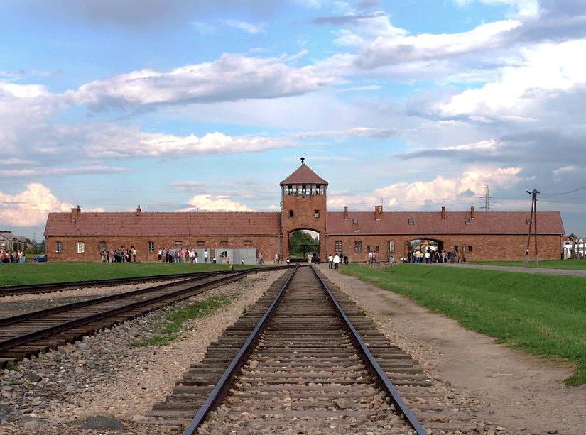 Las vías que llevaban al campo de concentración de Auschwitz (Wiki commons - Michel Zacharz AKA Grippenn)