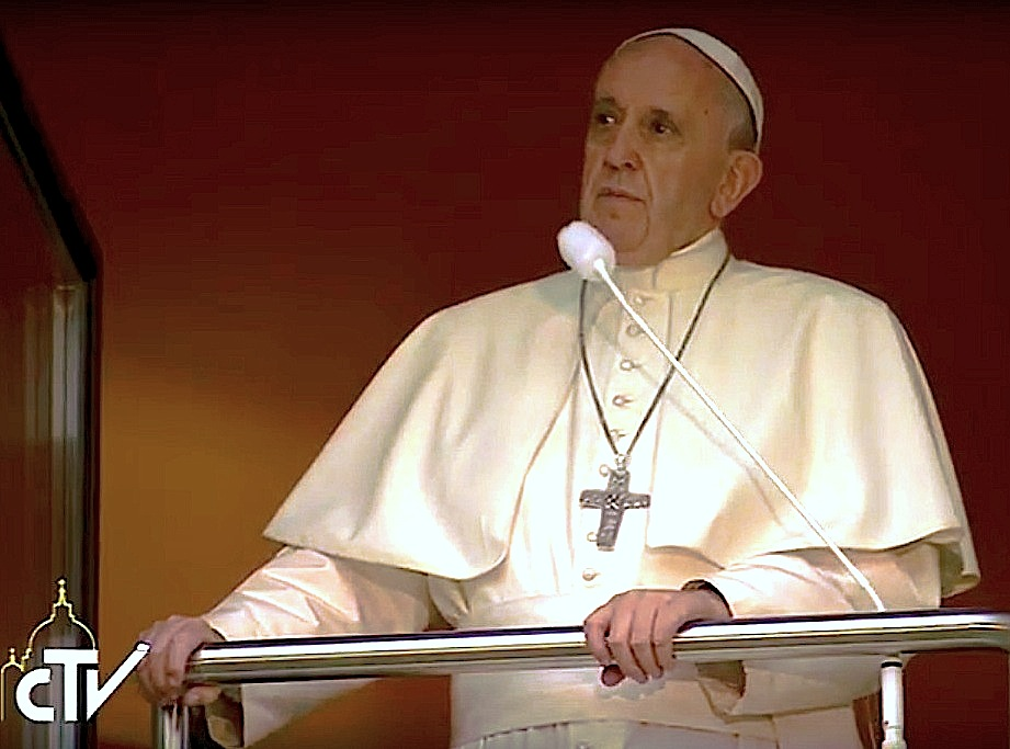 Francisco en el arzobispado, en el saludo de la noche (CTV)