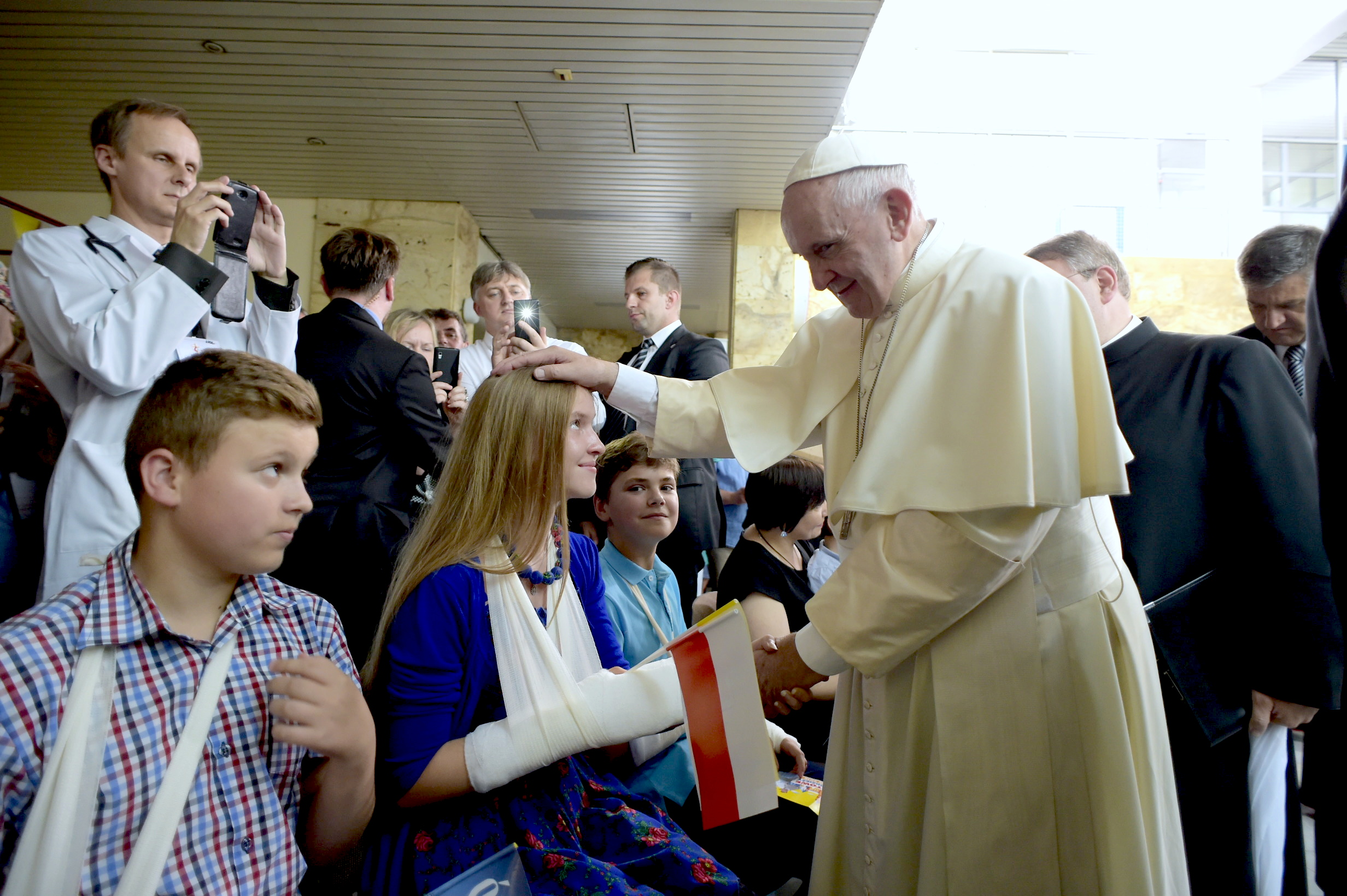 En Papa en el Hospital Pediatrico de Cracovia