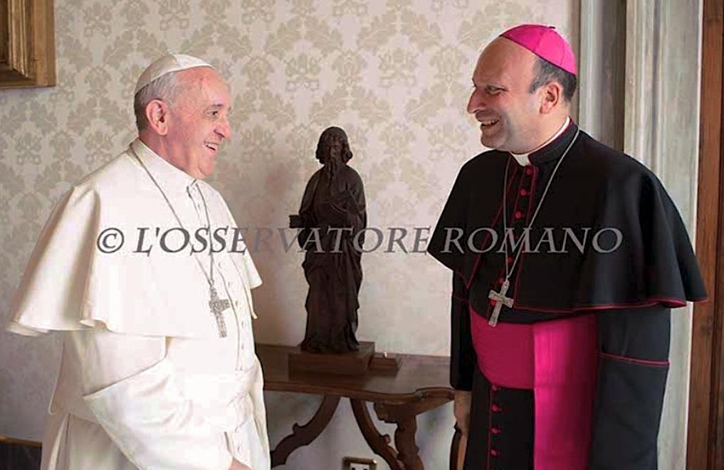 Mons. Franco Coppola con el Papa