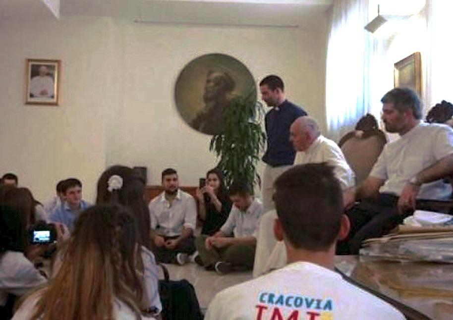 El Papa Francisco recibe a jóvenes porteños (Foto cortesia AICA)