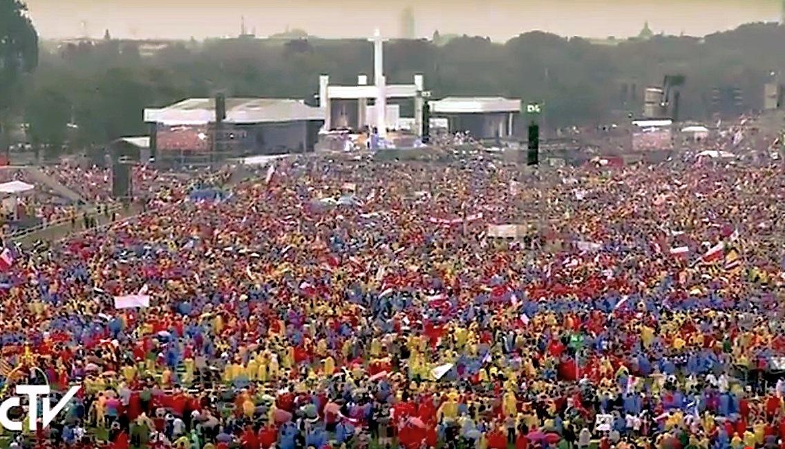 JMJ: los jóvenes en el Parque Blonia, en el primer encuentro general con el papa Francisco