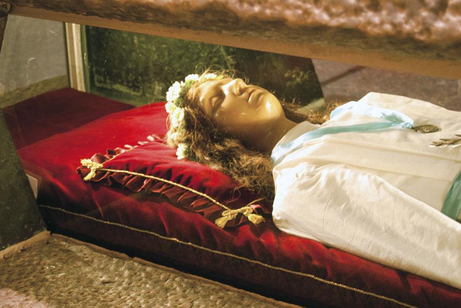 Santa María Goretti, su cuerpo en una urna en el santuario de Nettuno (Foto santuario)