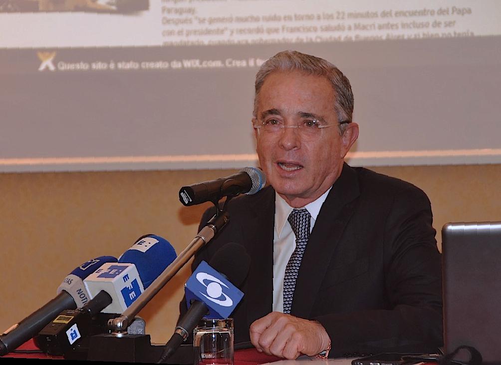 Rueda prensa del expresidente Uribe en el Bristol Hotel de Roma