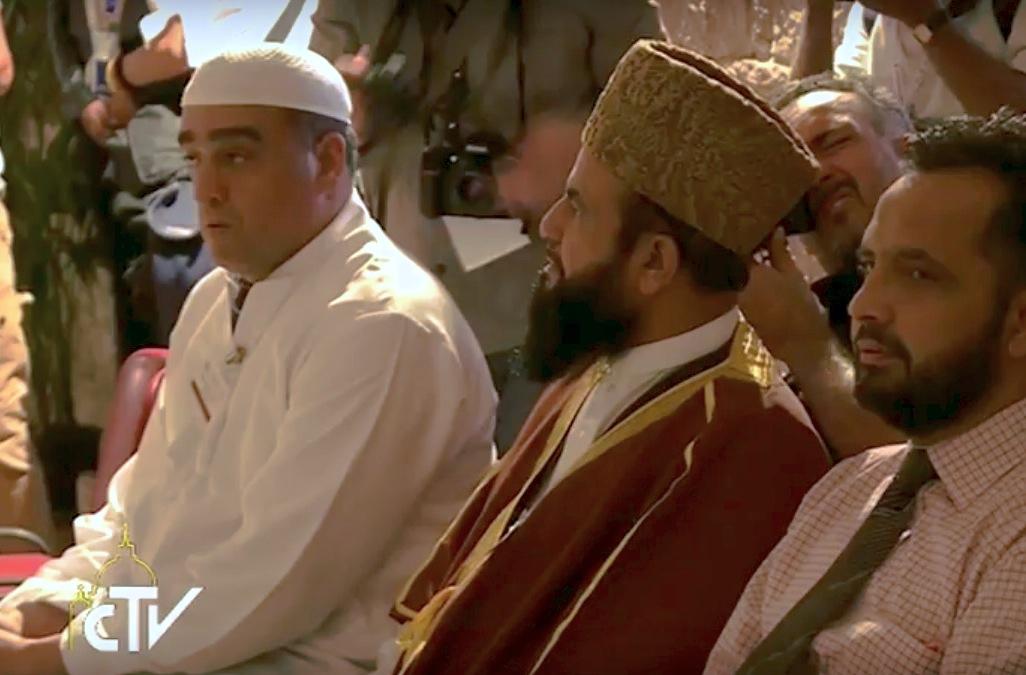 Asís, musulmanes en oración. Archivo ZENIT