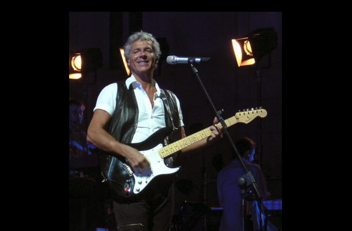 Claudio Baglioni en un concierto en el 2006 - (Wikipedia - Inviaggio pd)
