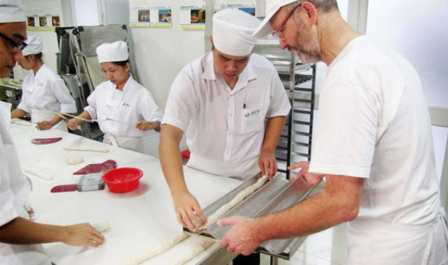 Taller de panadería de los Salesianos en Vietnam (Foto Ans)