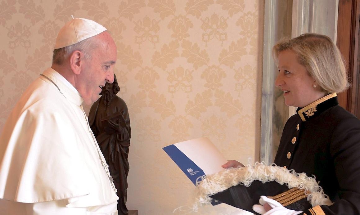 La nueva embajadora de Gran Bretaña ante la Santa Sede, Sally Jane Axworthy (Fto. © Osservatore Romano)