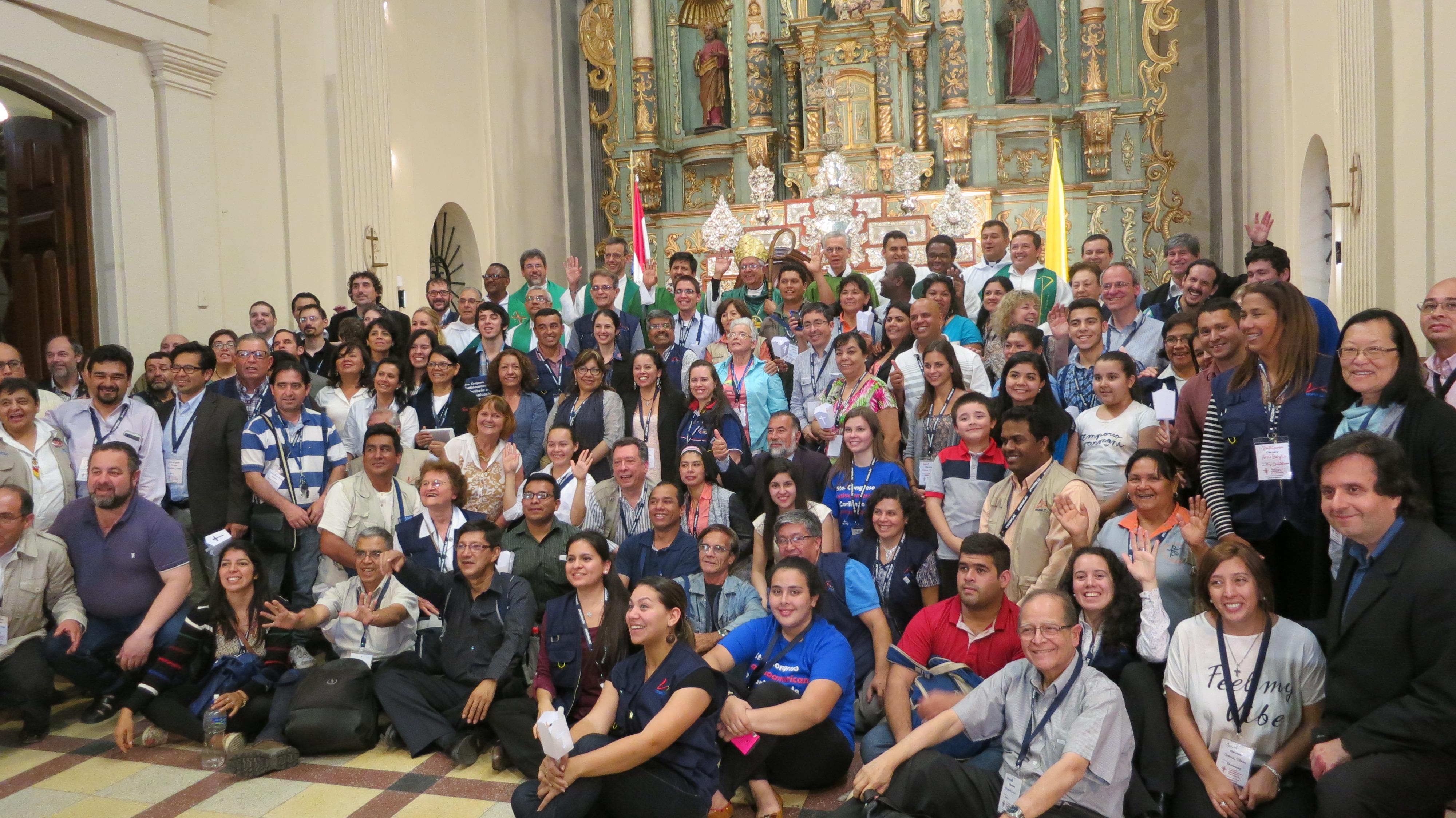 Los participantes al Congreso de comunicadores que se realizó en Paraguay