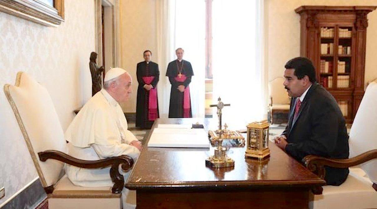 El Papa con el presidente Maduro en el 2013 (Foto en el Twitter de Maduro).jpg