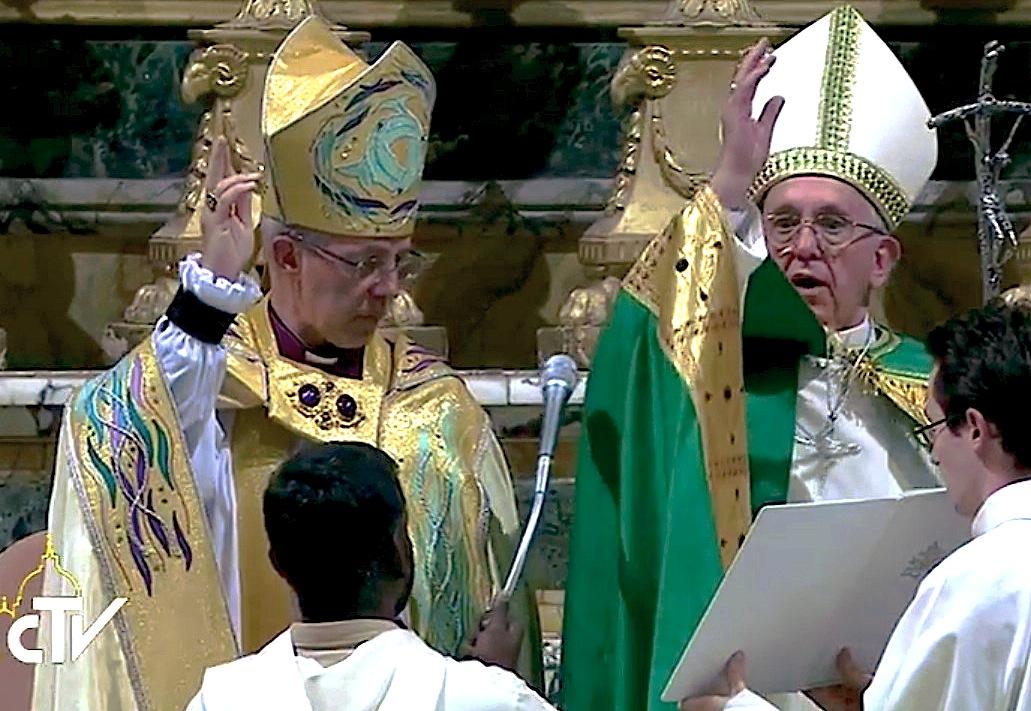 El papa Francisco y el primado anglicano Welby en la iglesia de San Gregorio al Celio