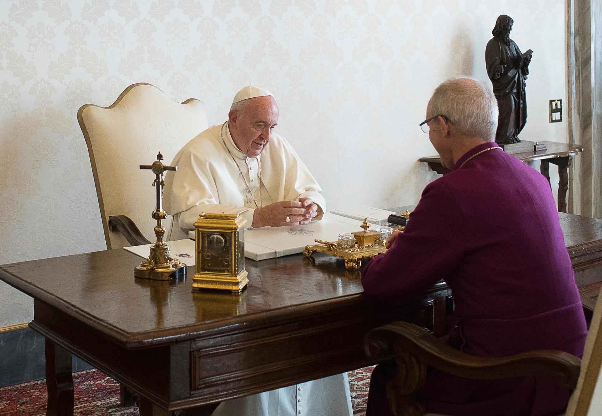 El Papa recibe en audiencia privada al arzobispo anglicano Welby (Foto © Osservatore Romano)