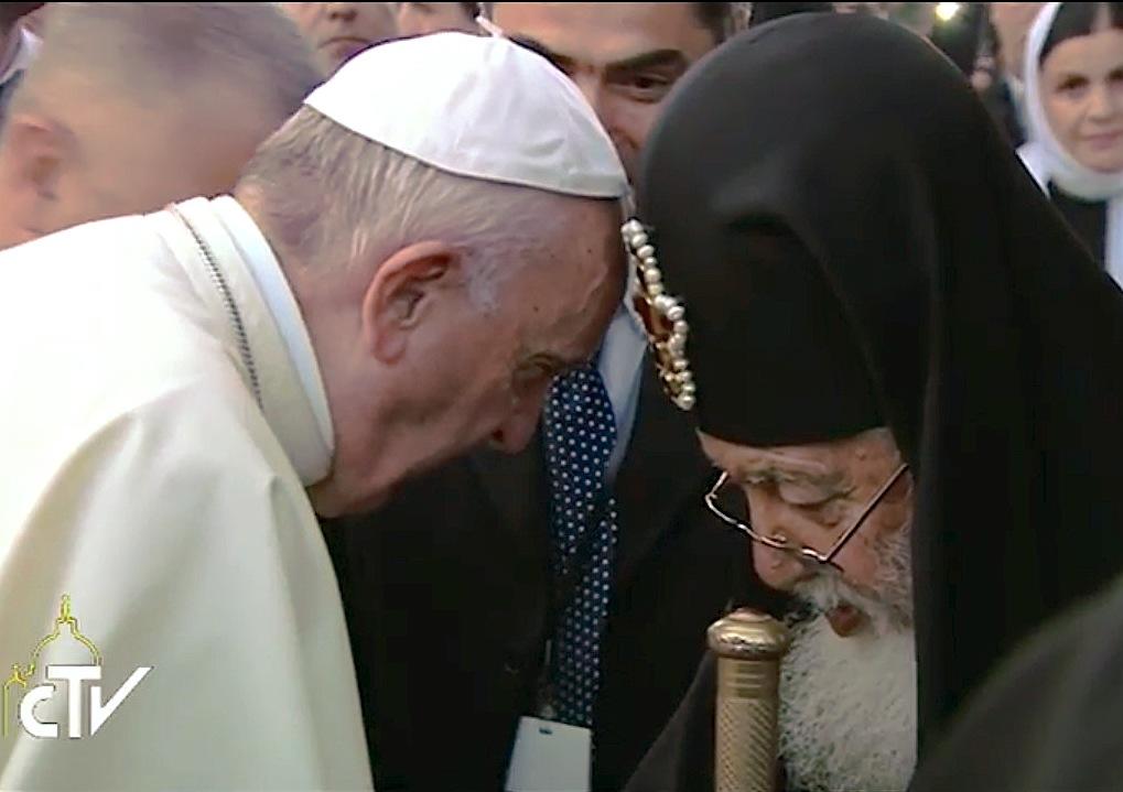 Francisco y el patriarca Elia II (Archivo Zenit)