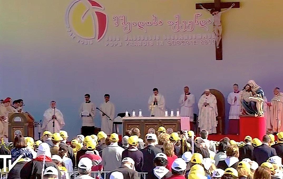 Misa del Papa en el estadio de Meskhi en Georgia