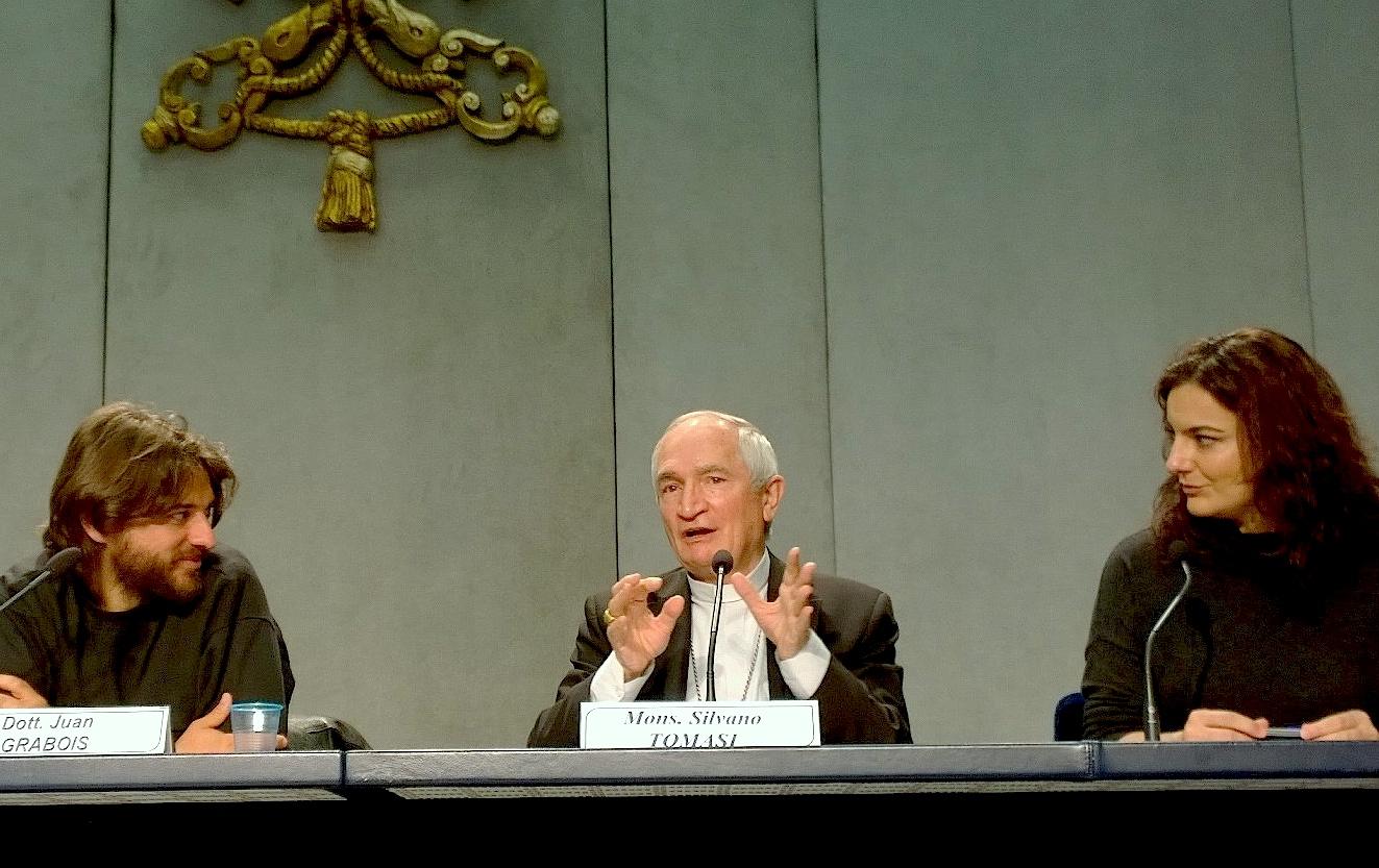 Mons. Tomasi y Juan Garabois en Sala de Prensa (ZENIT cc)