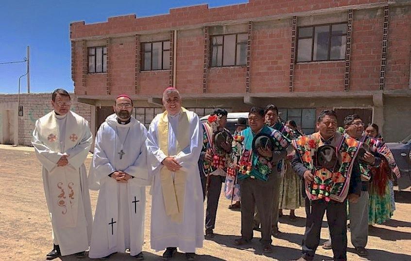 Obispos de Bolivia y Chile inauguran la casa para migrantes en la frontera de los dos países