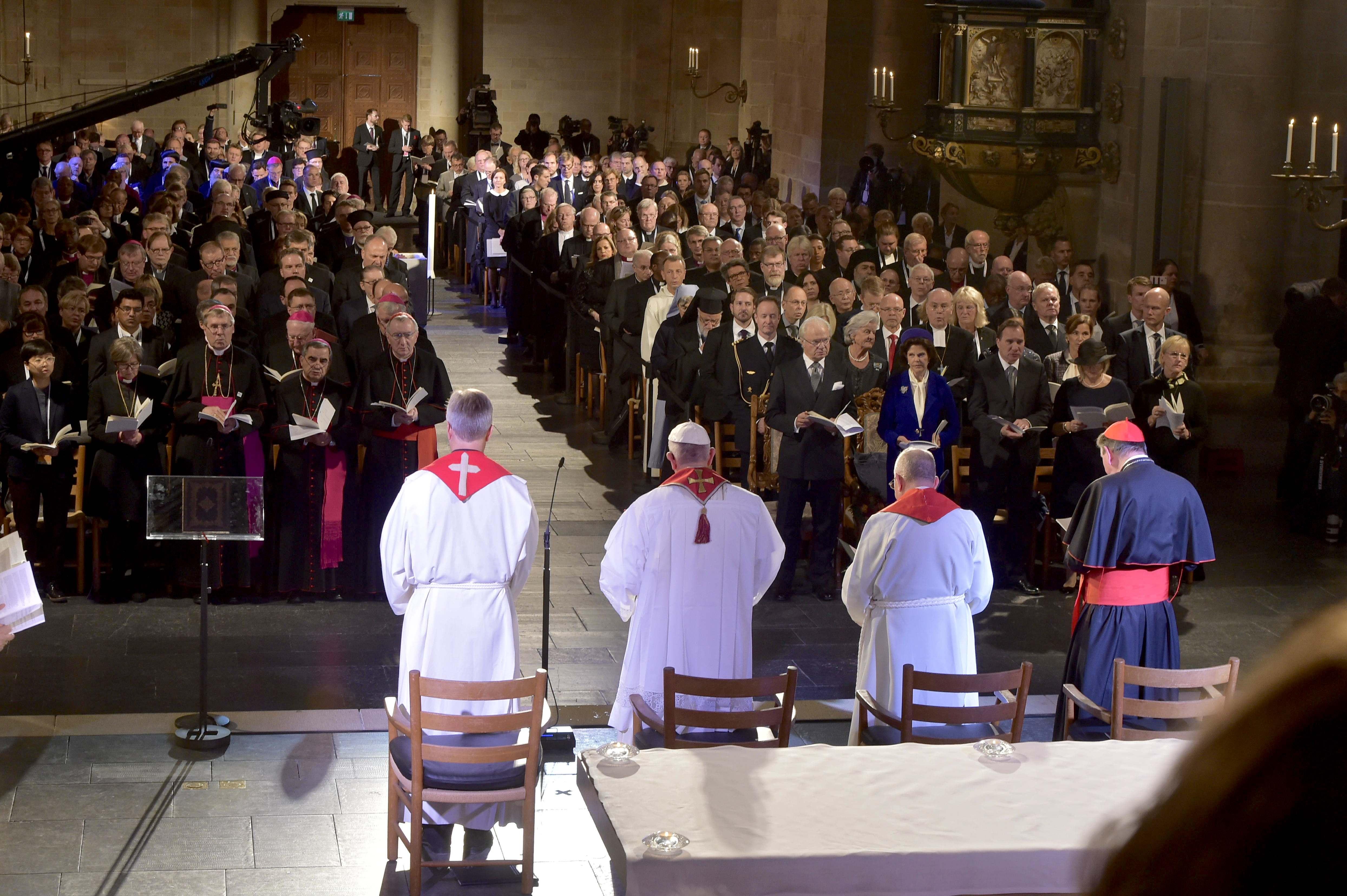 El Papa en la catedral de Lund (Osservatore © Romano)