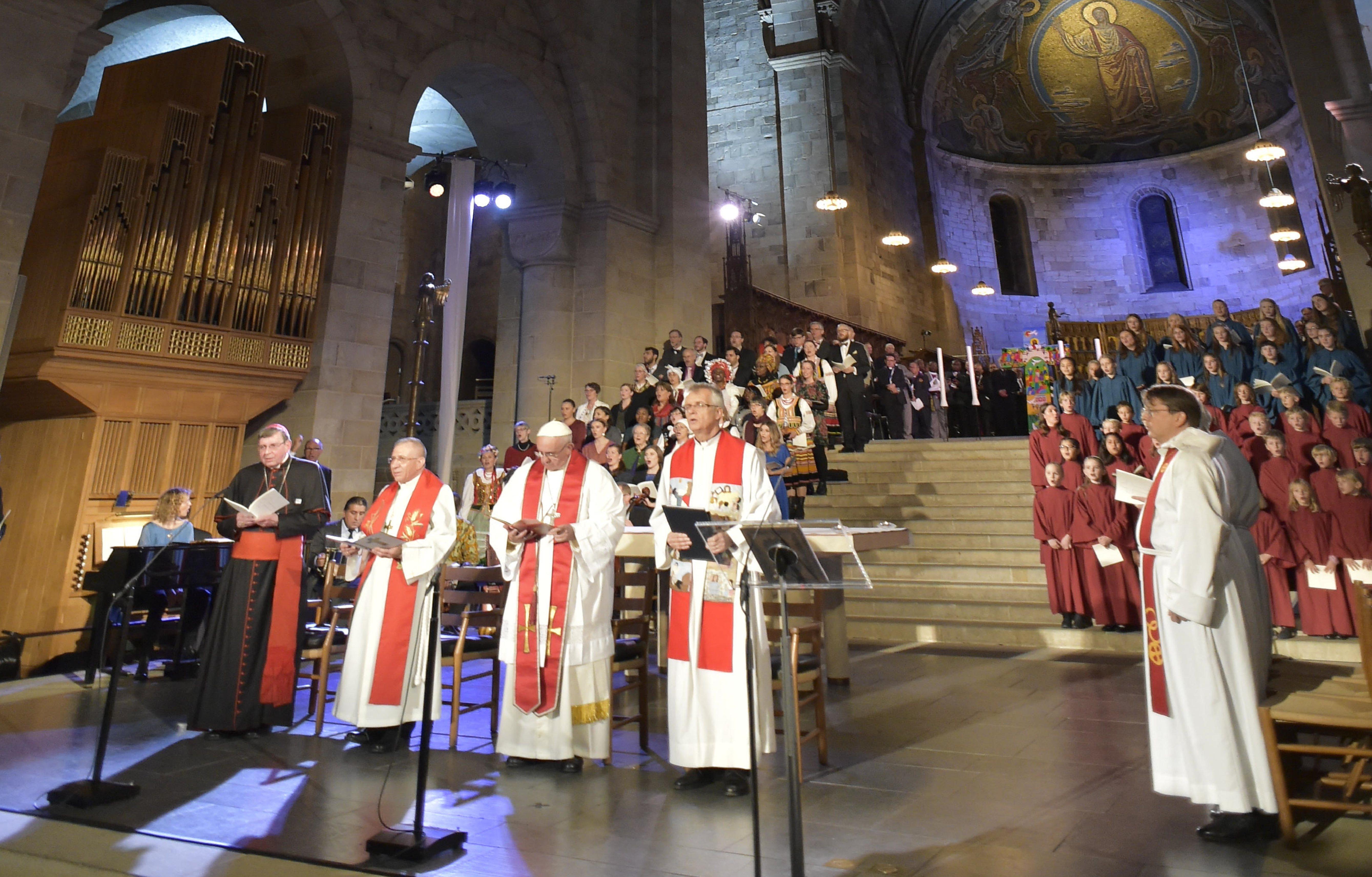 Oración ecuménica con los luteranos en la catedral de Lund (Osservatore © Romano)
