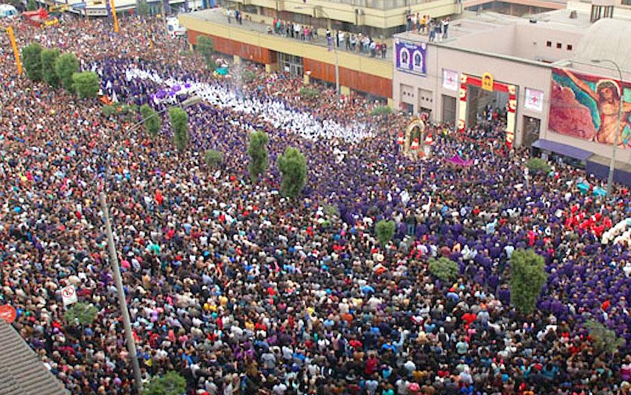La procesión del Señor de los Milagros, la primera salida en octubre de 2016 (Fto Arzobispado de Lima)