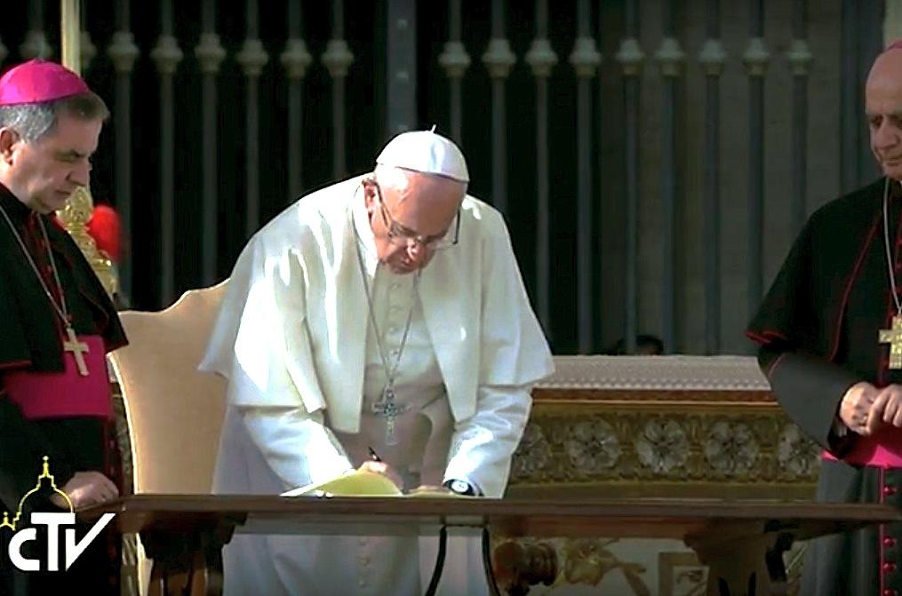 "El Papa firma la carta apostólica ""Misericordia et misera"""