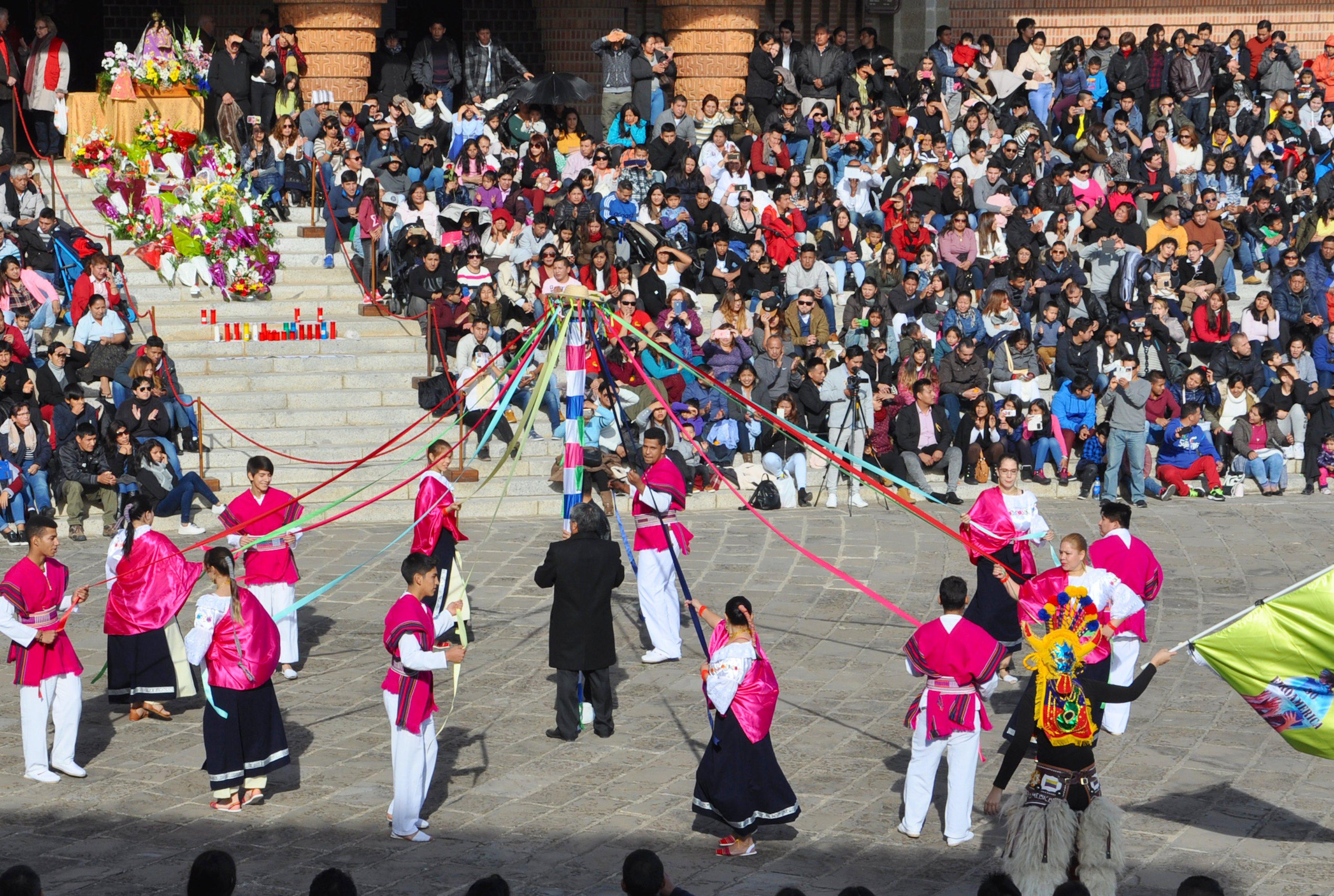 Las danzas folclóricas en Torreciudad (Fto. Santuario)