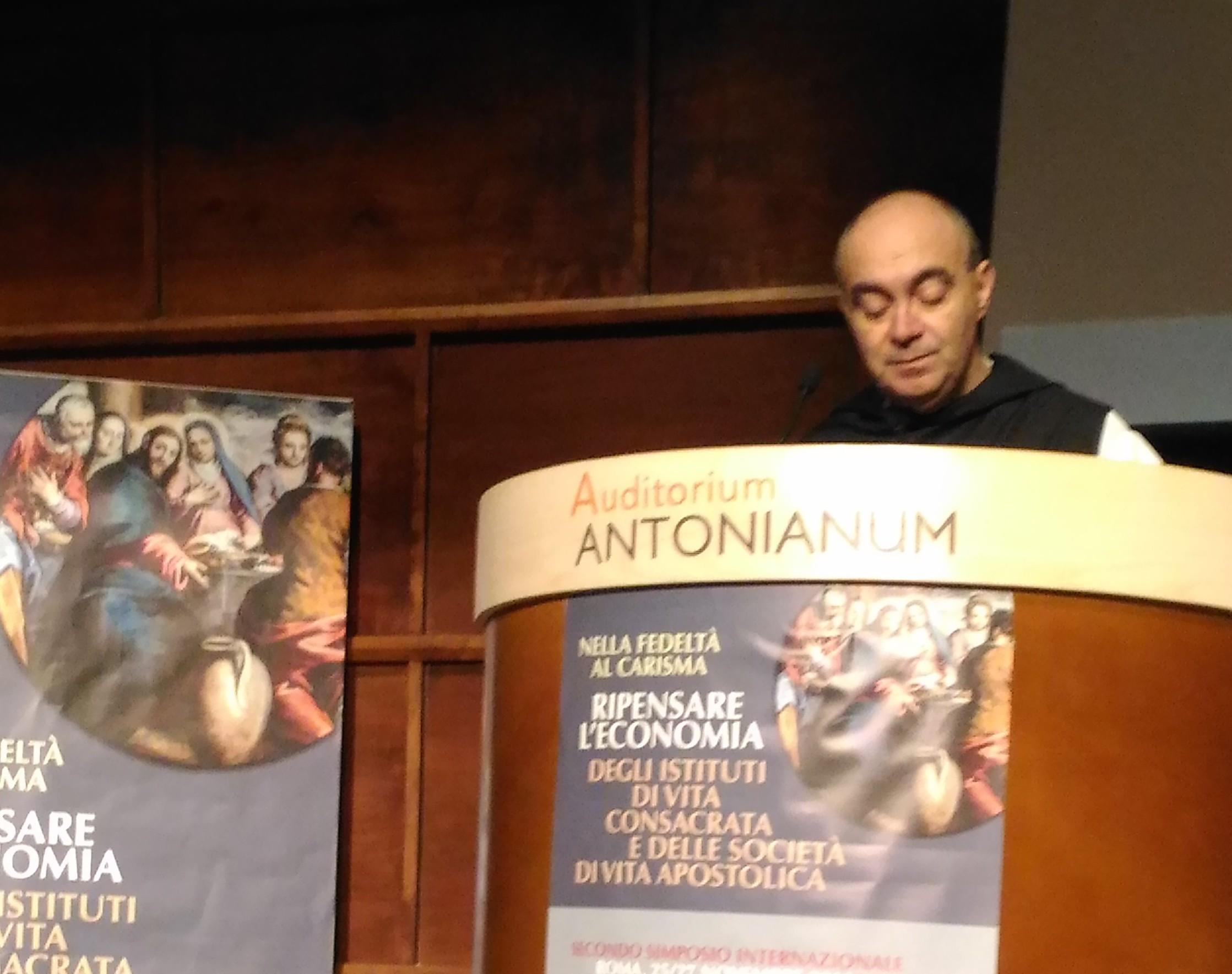 Durante el simposio sobre la economía de los institutos religiosos