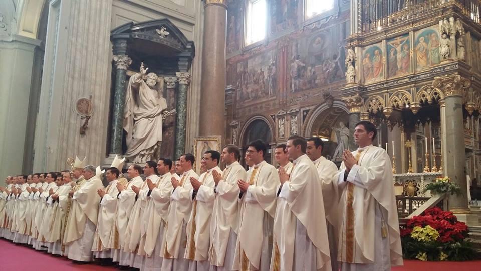 En la basílica de San Juan de Letrán, los nuevos sacerdotes