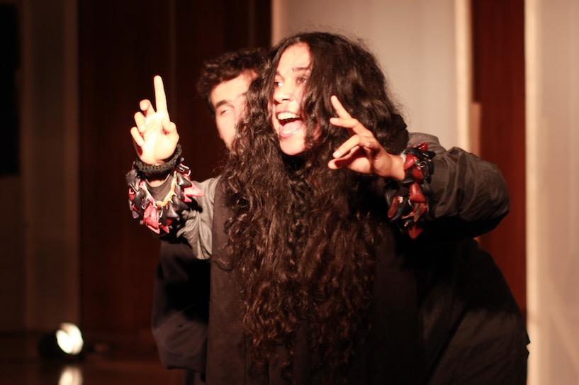Barioná, de Jean Paul Sartre, fue interpretada por alumnos y ex-alumnos de la Escuela de Teatro y del Instituto de Música de la Pontificia Universidad de Chile