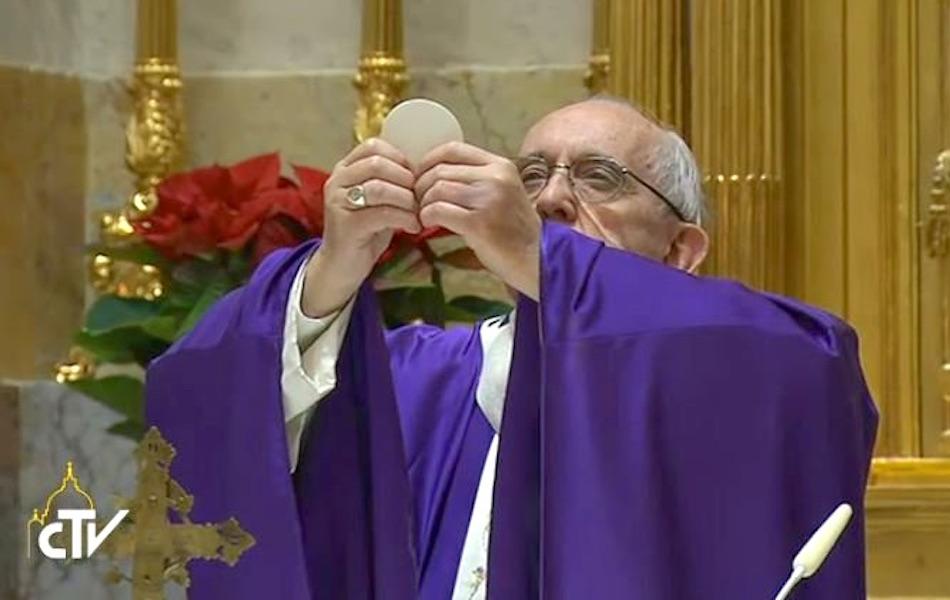 El papa Francisco celebra la misa en su 80 cumpleaños