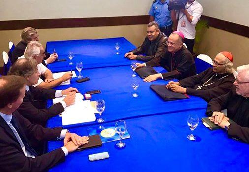 Los obispos de Nicaragua con el Secretario General de la OEA (Foto Web Cen)
