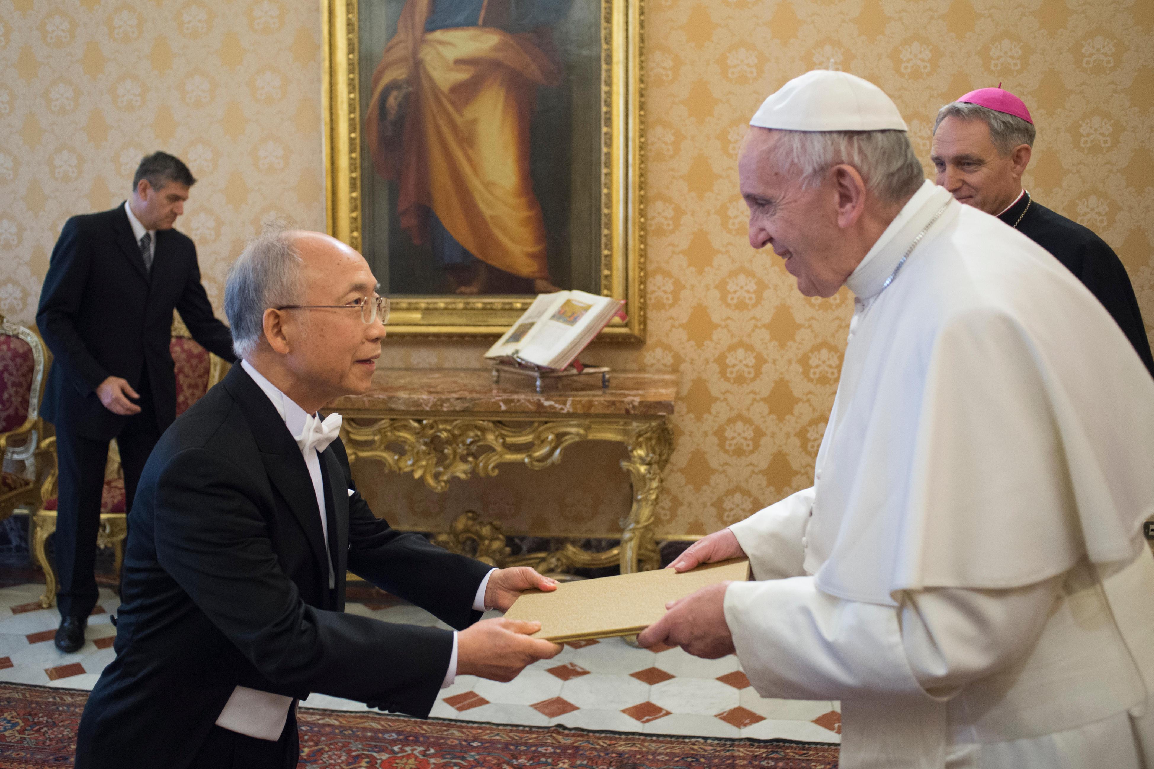 El Papa y el embajador de Corea, Jonghyu Jeong - © Osservatore Romano