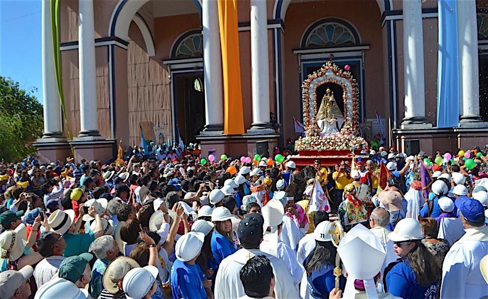 La procesión por las calles de Andacollo