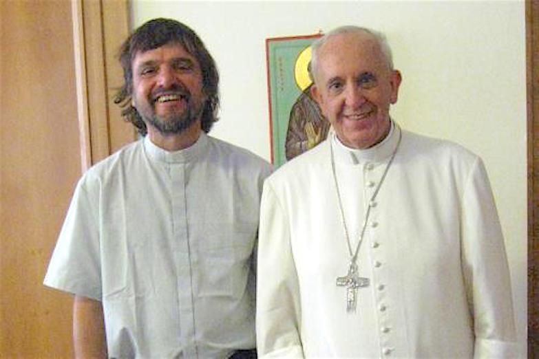 El padre 'Pepe' di Paola junto al Santo Padre