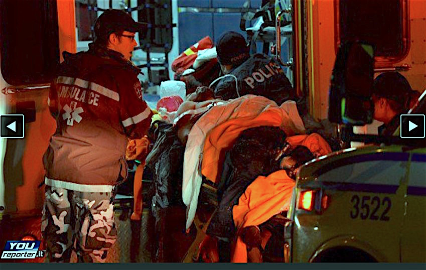 La policía y ambulancias en la mezquita de Quebec (Foto Youreporter.it)