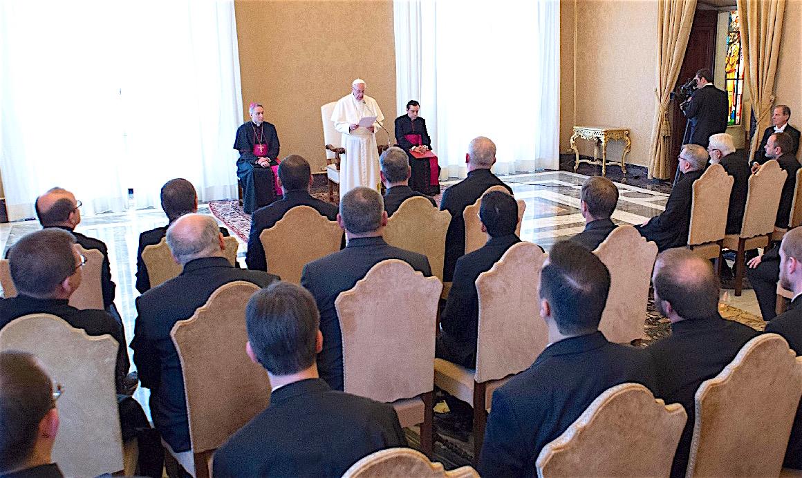 El Papa con los participantes al capítulo general de la congregación (Foto Osservatore © Romano)