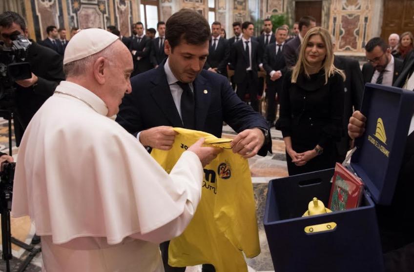 El Papa con el _Villareal (Fto. Osservtore © Romano)