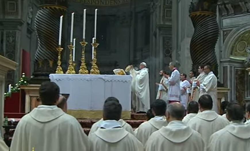 El Papa celebrando la santa misa en la Basílica de San Pedro