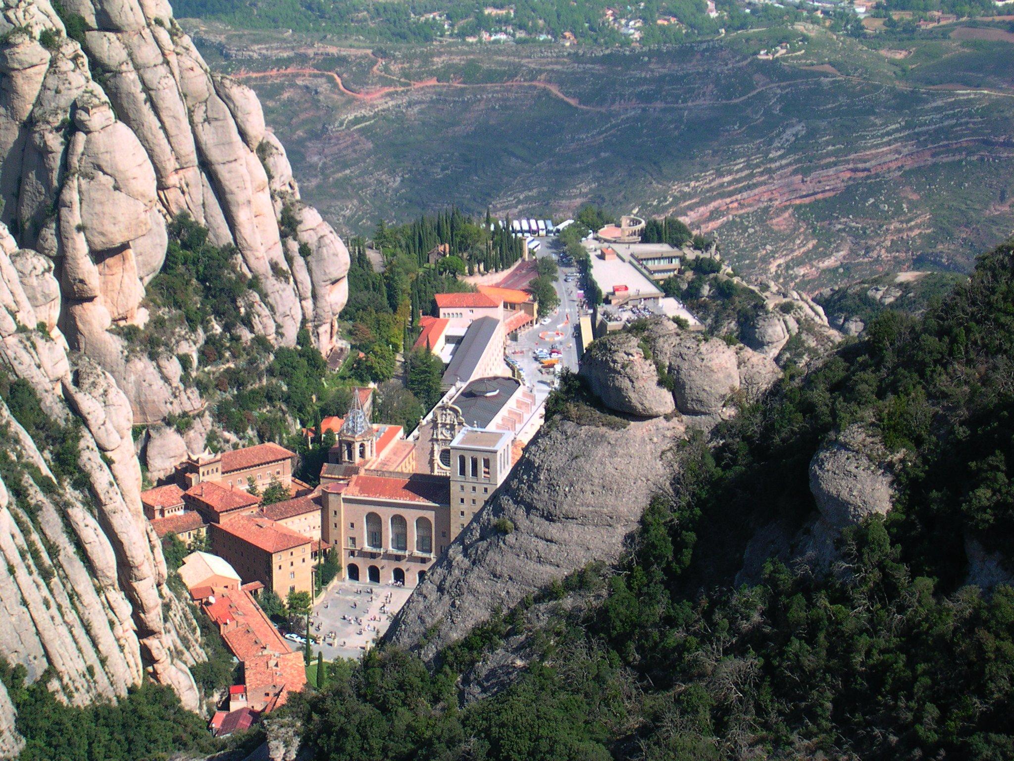 Monasterio Monserrat (Fto Richard Schneider - Wikicommos)