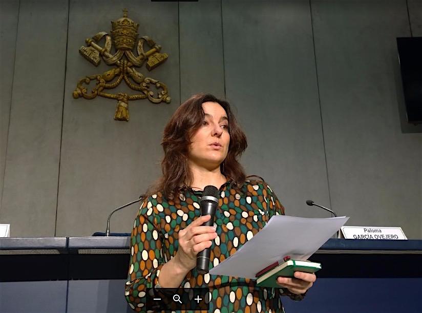 La española Paloma García Ovejero, número dos en la Oficina de Prensa de la Santa Sede durante la rueda de prensa