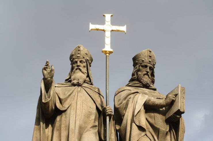 Santos Cirio y Metodio. Estatua en Trebic, Rep. Checa (Wikicommons)